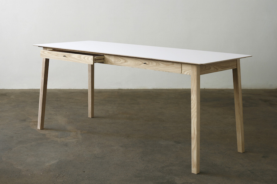 http://www.jamesmudge.co.za/files/gimgs/1_white-top-desk-with-2-drawers-open.jpg